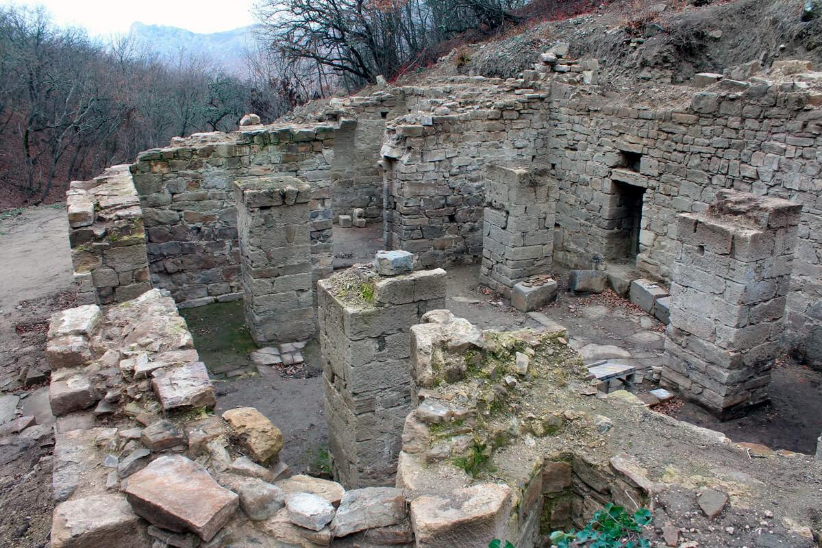 Экскурсия к руинам Византийского монастыря